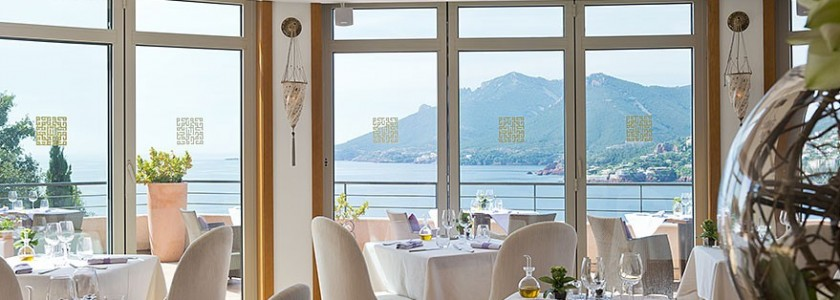 YAKSTA-or-bleu-restaurant-theoule-d1b1eba547