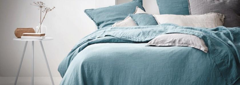 linge-de-lit-en-lin-bleu-lagon