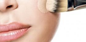 Pinceau-de-maquillage-comment-bien-appliquer-son-fond-de-teint_width1024